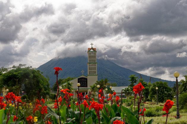 La Fortuna , en de Arenal vulkaan in de wolken! Noodweer opkomst!