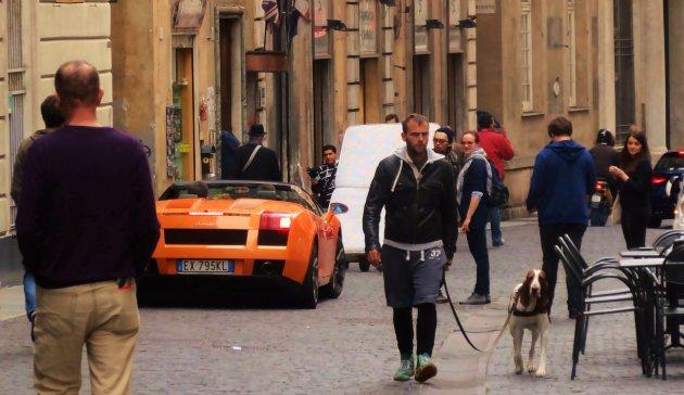 Een wel erg afwisselend straatbeeld in Genua