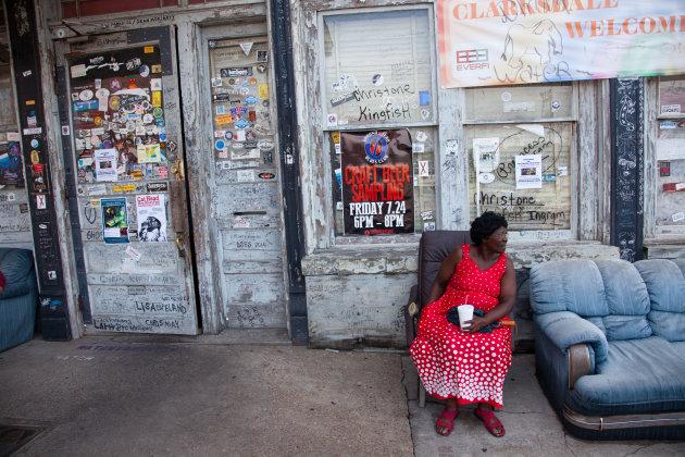Voor de deur van een bluesclub in het hart van de Mississippi Delta: Clarksdale