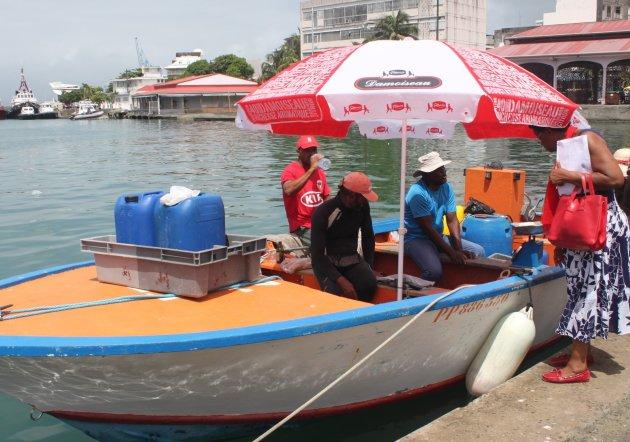 Visverkoop vanop de boot