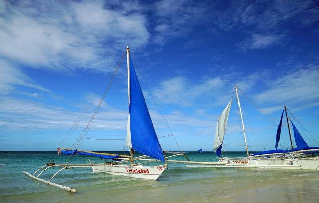 zeilboten op het strand te Boracay