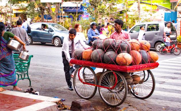 Kruiken zat, water is er steeds minder in Pune, Maharashtra, India