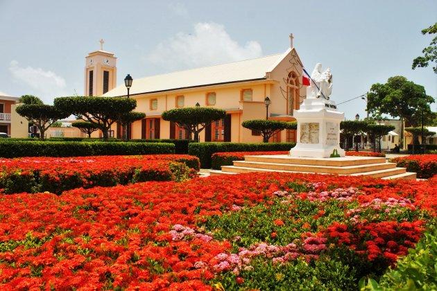 Franciscus van Assisi kerk in Saint Francois in de bloemetjes gezet