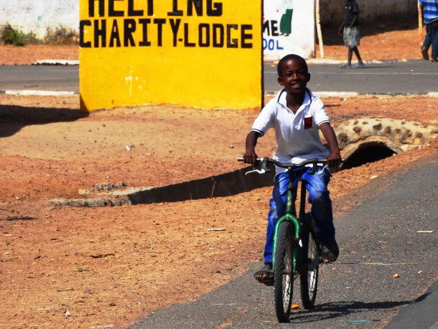 Al vrolijk fietsend