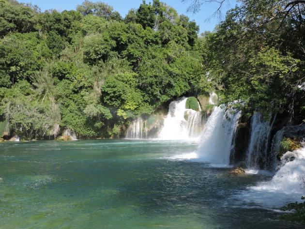 Blauwgroene meren en watervallen in Krka National Park