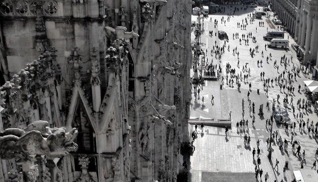 Het krioelt bij de Duomo