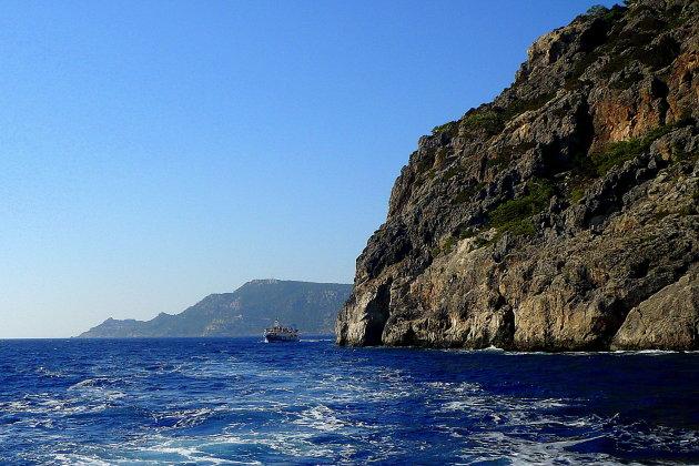 Met de boot naar Diafani