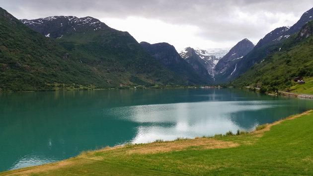 Fantastische omgeving en wat een mooie kleuren in het Jostedalsbreen gebied
