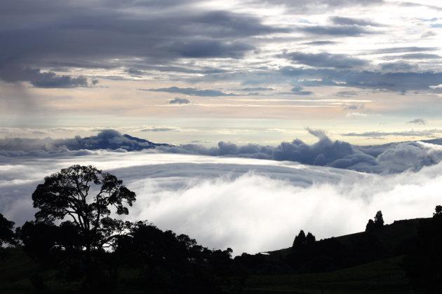 Fraai wolkendek boven het Sanatorio Duran