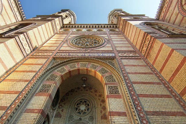 Kijk omhoog bij de Dohany synagoge