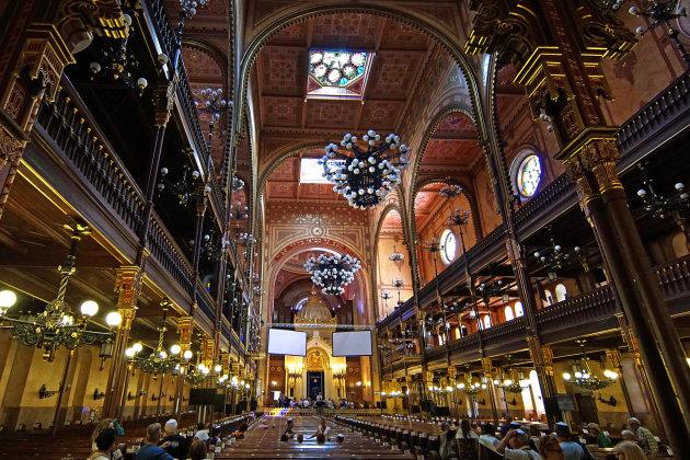 Kijk omhoog in de Dohany synagoge