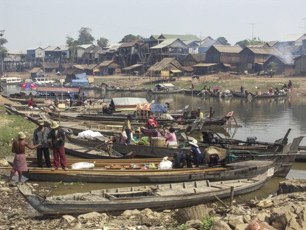 Typisch Cambodjans vissersdorp