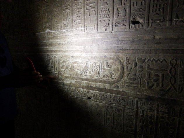 Op onderzoek in de Edfu tempel