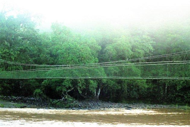 Hangbrug over de Saraquipi