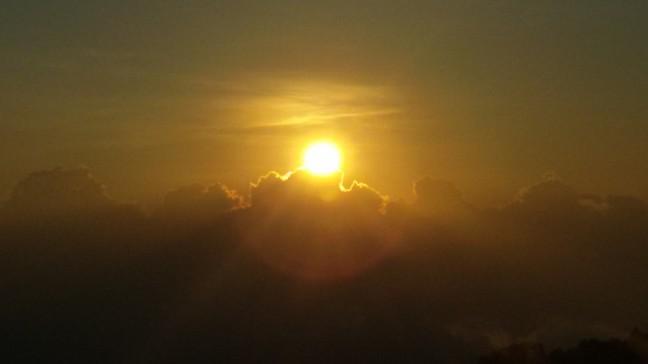 zonsopkomst bij de Kilimutu vulkaan