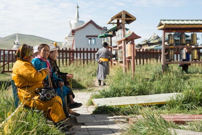 Dames bij de Tibetaanse Tempel