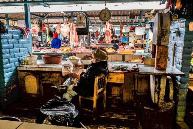 Rust in de hectiek van de markt in Otavalo
