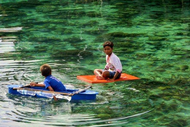 Bajau kids fishing
