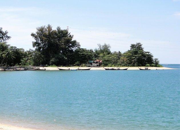 Strandjes aan de baai.