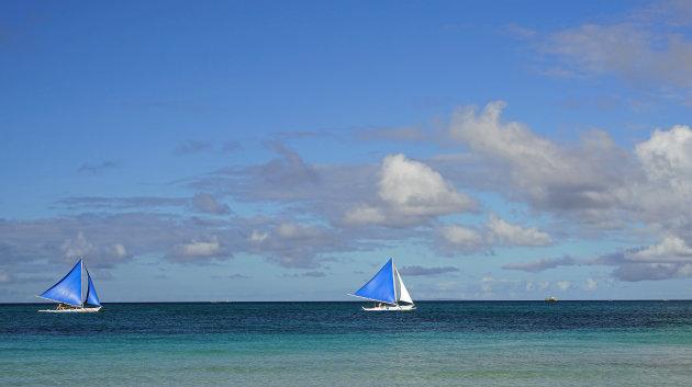 zeilbootjes op Boracay