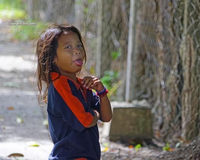Grappig Aeta meisje poserend voor de foto