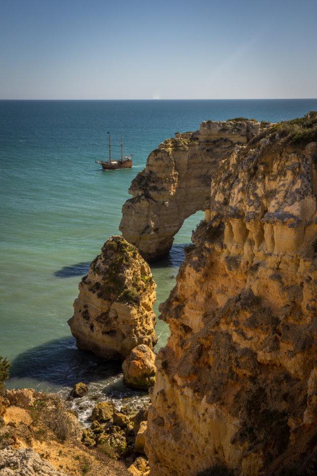 Praia da Marinha, een bounty bestemming om van te dromen