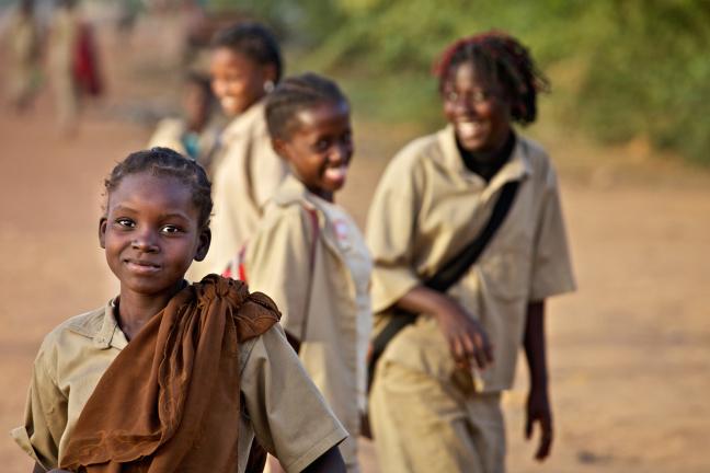 Vrolijke meiden in Koumbia