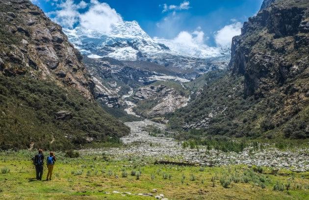het uitzicht op Hualcan mountain in Peru