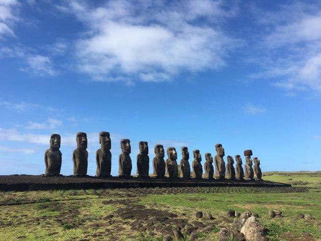 De fantastische Moai's op een rij