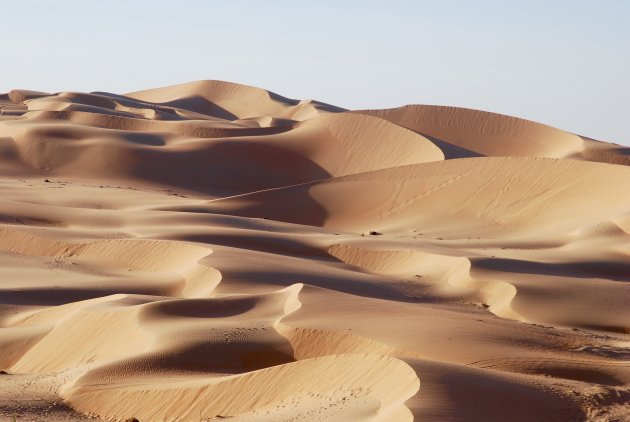 De eindeloze woestijn van Abu Dhabi