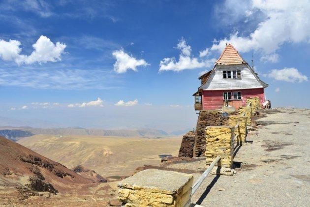 Skihut op de top van de Chacaltaya