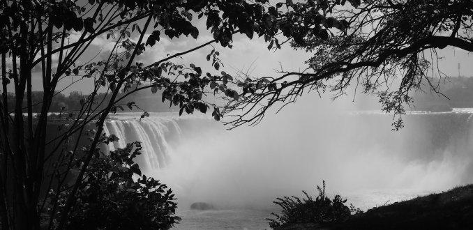 Niagara Falls in black & white