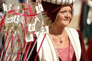 Middeleeuwse dame in Asti