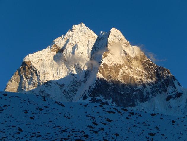 Het laatste zonlicht op de Himalaya-reuzen