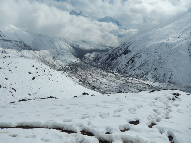 Door de sneeuw van de Himalaya