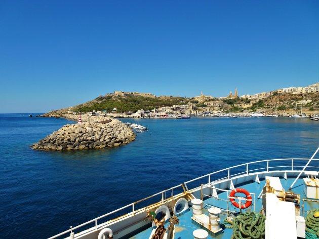 Aankomst met de ferry in Gozo