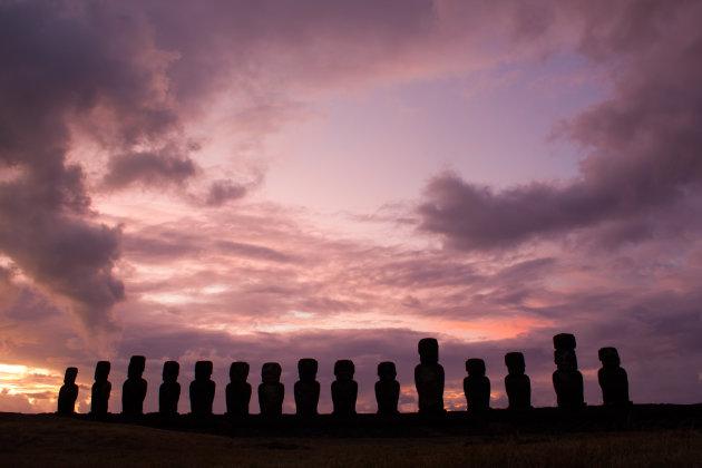 Een bijna magische zonsopkomst over Rapa Nui.