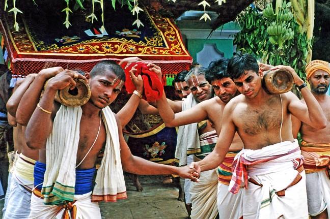 Shiva gaat naar de tempel