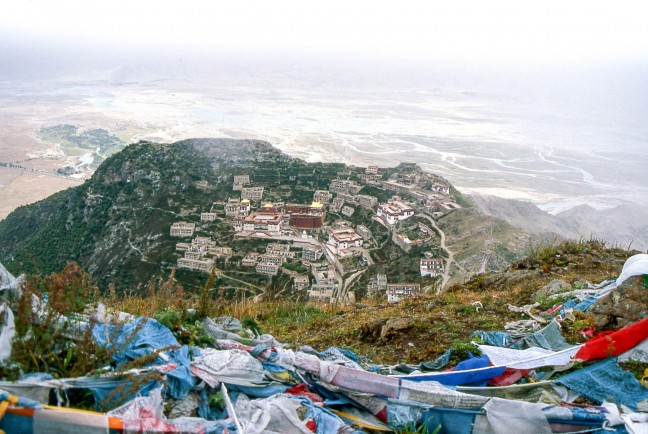 Uitzicht over Ganden monastery