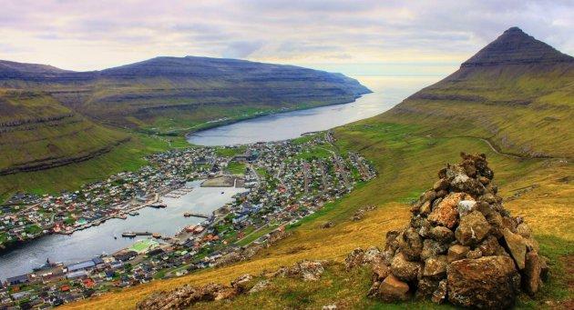 Faeroer tussen 2 fjorden