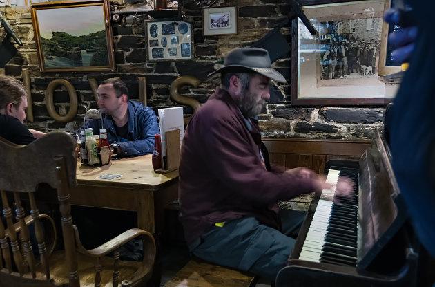 Sing along in de Cobweb Inn