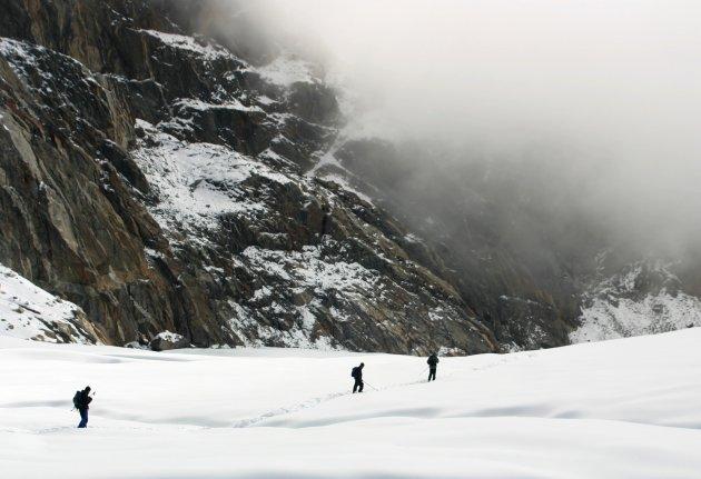 Trekken door de sneeuw