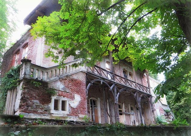 De ruïne van de Villa Rikli.