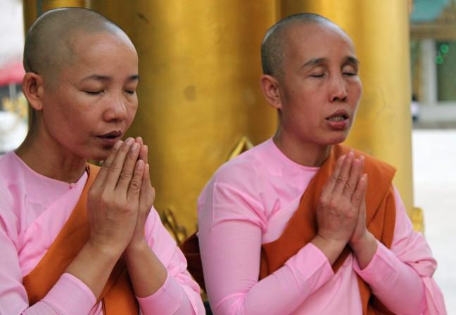 Nonnen bij Swedagon Pagode