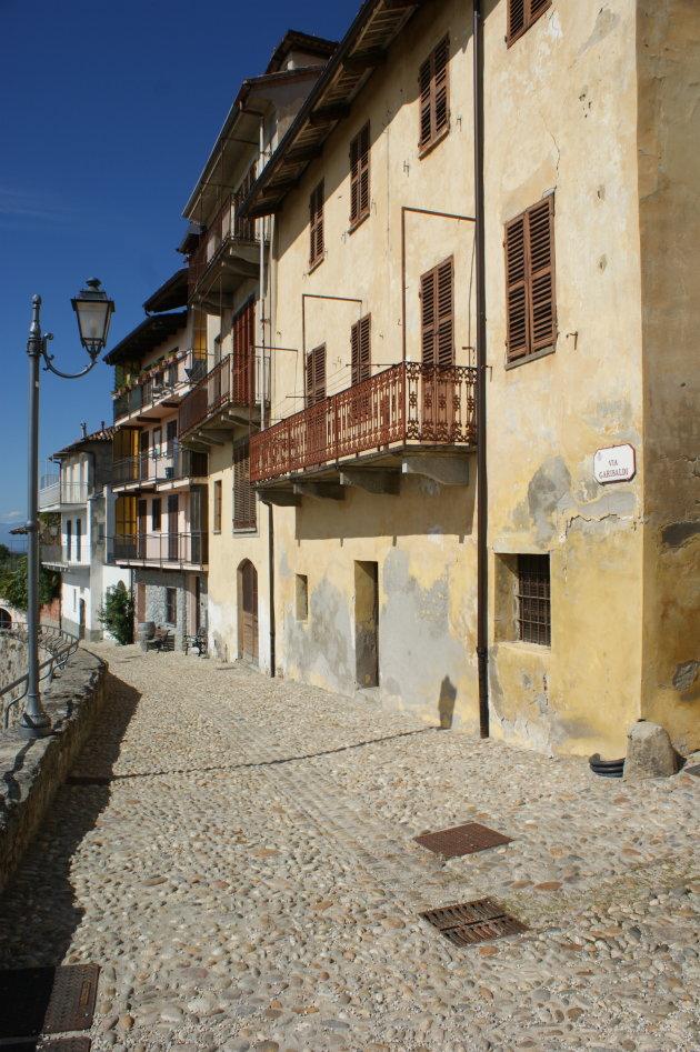 straatje in La Morra