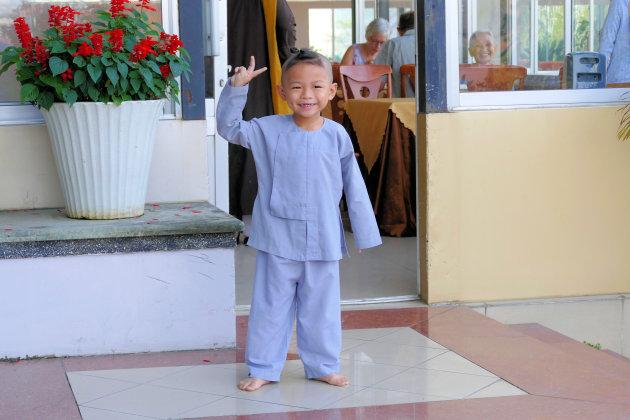 Vrolijke kleine monnik