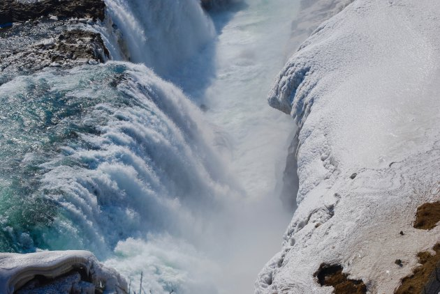 De bevroren Gullfoss waterval