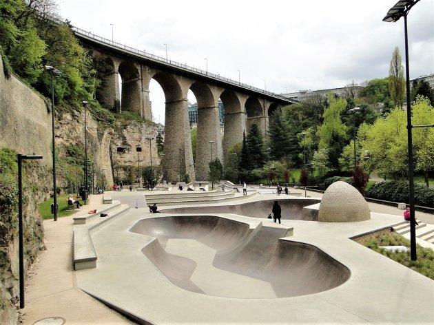 Skate park onder de brug.