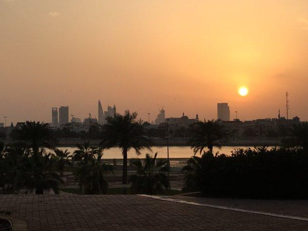 Zonsondergang Manamah