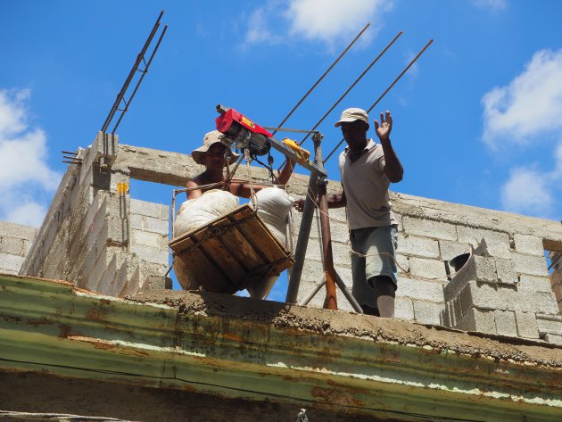 bouwvakkers in Havanna in de brandende hitte